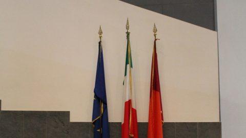 Aula Magna, particolare delle bandiere