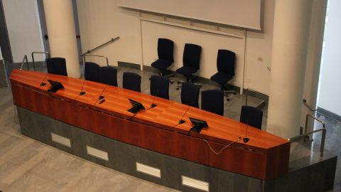 Aula Magna, tavolo presidenziale visto dalla galleria