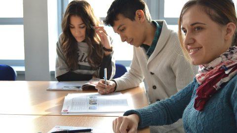 studenti_che_scrivono