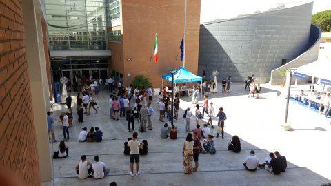 Piazzale rettorato con studenti
